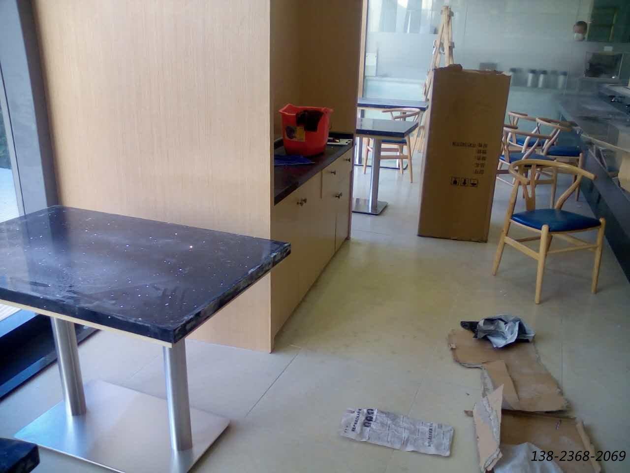 大河回转寿司案例之石英石餐桌,Y椅,卡座沙发